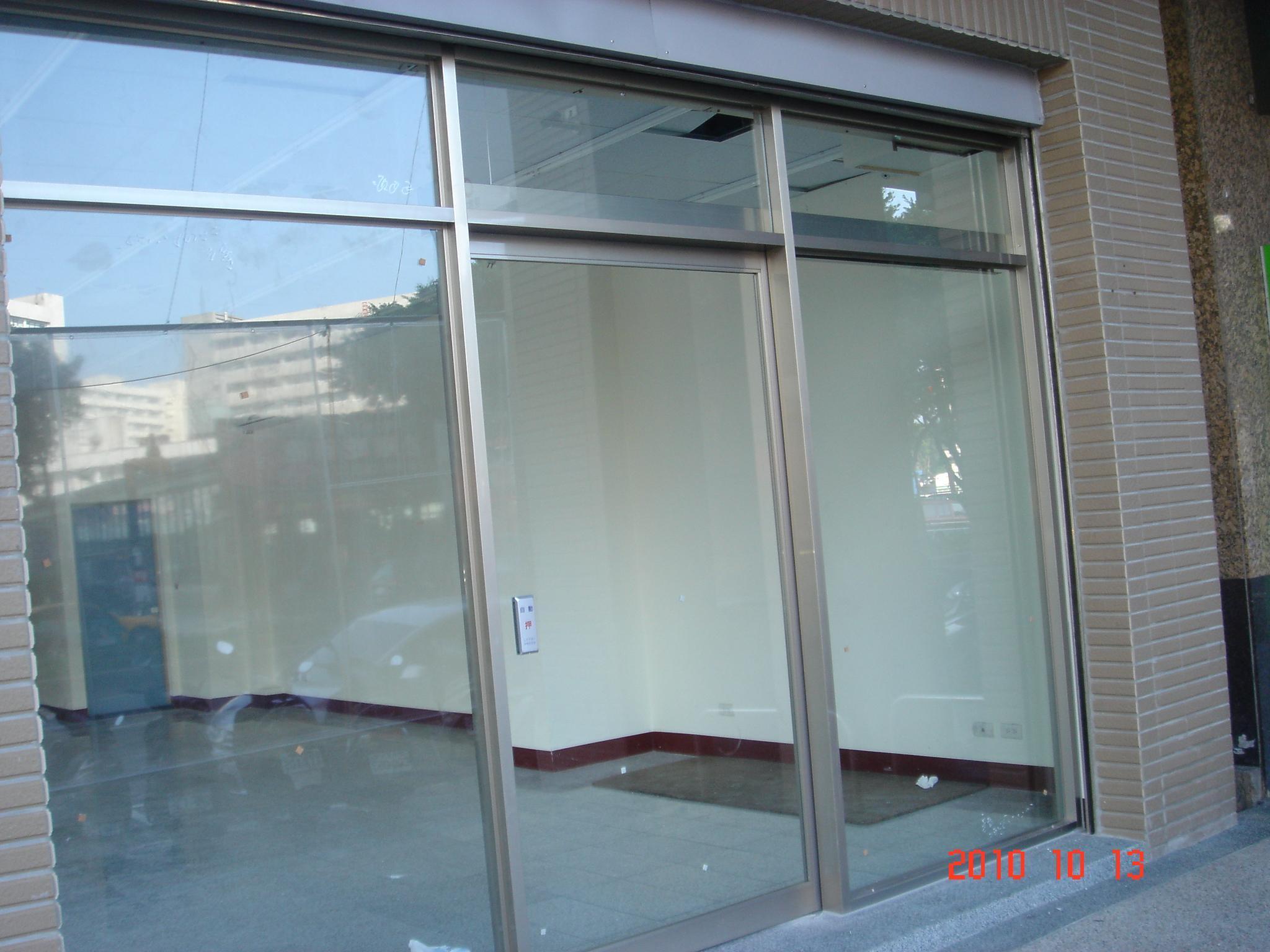 玻璃大门效果图; 铝制玻璃大门图片欣赏下载_效果图大全; 玻璃门贴